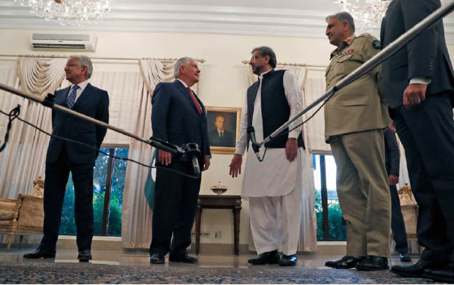 Pakistan, US Divided on How to Initiate Afghan Peace Talks