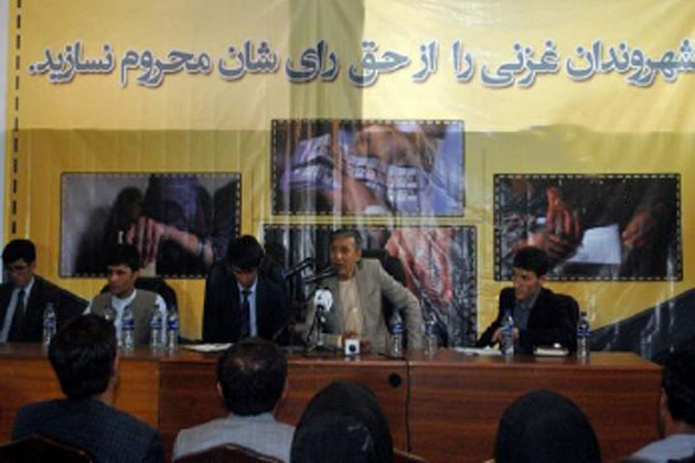 Govt Plans to Hand Ghazni Over to Taliban: Activists